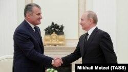 Анатолий Бибилов и Владимир Путин