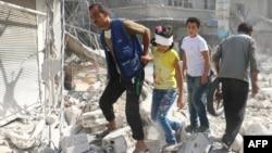 На развалинах одного из районов Алеппо