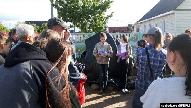 Школьнікі чытаюць вершы Багдановіча
