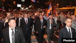 Armenia - Opposition leader Levon Ter-Pertosian leads an anti-government demonstration in Yerevan, 9Sept2011.