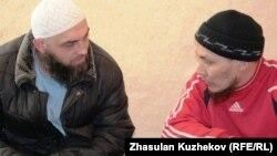 Ислам дінін ұстанушылар. Астана, 11 наурыз 2011 жыл. (Көрнекі сурет)
