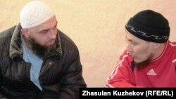 Казахстанские мужчины-мусульмане. Иллюстративное фото.