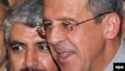 Рискованный дипломатический маневр Москвы пока не принес видимого результата. Палестинское движение ХАМАС (на снимке глава его политического отдела Халед Мишаль с Сергеем Лавровым) по-прежнему отказывается признать право Израиля на существование