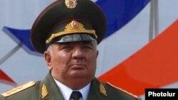 Глава Генштаба ВС Армении, генерал-полковник Юрий Хачатуров (архив)