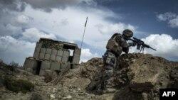 Војник во покраината Вардак во Авганистан