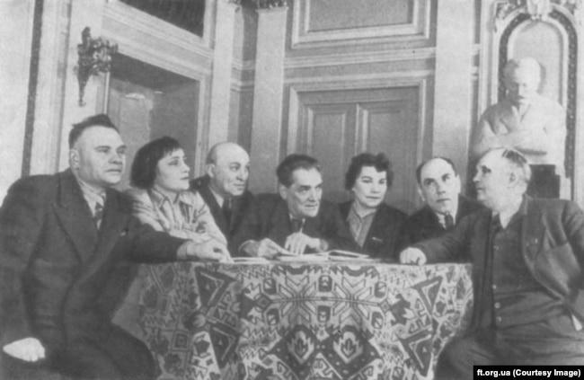 Фундатори театру імені Франка (крайній праворуч – Гнат Юра)