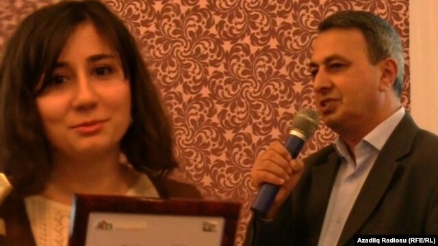 Vusala Alibayli and Huseynbala Salimov received their Media-Key 2011 awards in Baku on January 10.