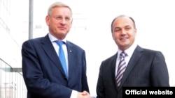 Švedski ministar spoljnih poslova Carl Bildt i kosovski šef diplomatije Enver Hoxha, Priština, 8. oktobar 2011.