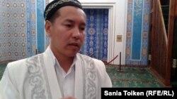 Атырау облысындағы «Иманғали» орталық мешітінің бас имамы Амантай Сәдиев. Атырау, 12 қыркүйек 2012 жыл.
