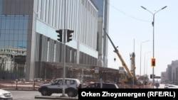 """Строящийся торговый центр """"Абу-Даби Плаза"""" в Астане. 3 сентября 2017 года."""
