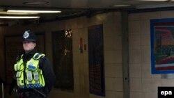 Лондондогу полиция кызматкери.