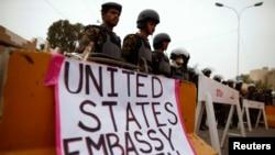 Йемендегі АҚШ елшілігін күзетіп тұрғандар. Сана, 17 маусым 2013 жыл. Көрнекі сурет.