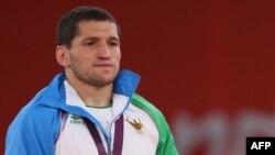 Узбекский борец Сослан Тигиев на вручении наград Олимпийских игр в Лондоне. 10 августа 2012 года.