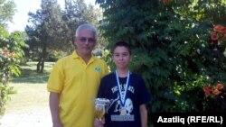 Яшь чемпионның бу уңышында халыкара гроссмейстер даны булган остазы - Илдар Ибраһимовның өлеше зур.