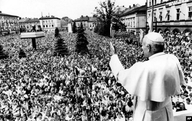 Иоанн Павел II в своем родном городке Вадовице, июнь 1979 года