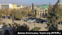 Катерининський сквер. Місце в центрі міста, де регулярно проходили протестні мітинги в 2015-2016 роках