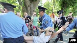 Украинская полиция арестовывает активистов выступлений у стен Верховной рады