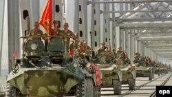 Колонна советских войск покидает Афганистан. Термез, 21 мая 1988 года.