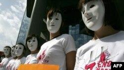 Amnesty İnternational təşkilatı fəalları insan alverinə etiraz edirlər