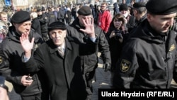 Затрыманьне на плошчы Якуба Коласа ў Менску, 25 сакавіка 2018 году