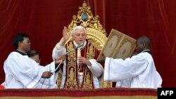 Бенедикт XVI жылдык кайрылуусун жасоодо, 25.12.2012