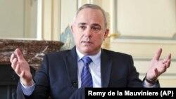 وزیر انرژی اسرائیل میگوید که کشورش به خاطر تماس با دولتهای عربی و اسلامی شرمگین نیست اما طرفهای مقابل معمولاً خواهان محرمانه نگاه داشتن این مراودات هستند.