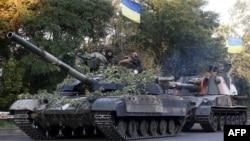 Українські військовослужбовці на танку недалеко від Луганська, 20 серпня 2014 року