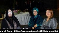 Supruga predsjednika Turske sa trans divom Bulent Ersoj, 19. jun 2016.