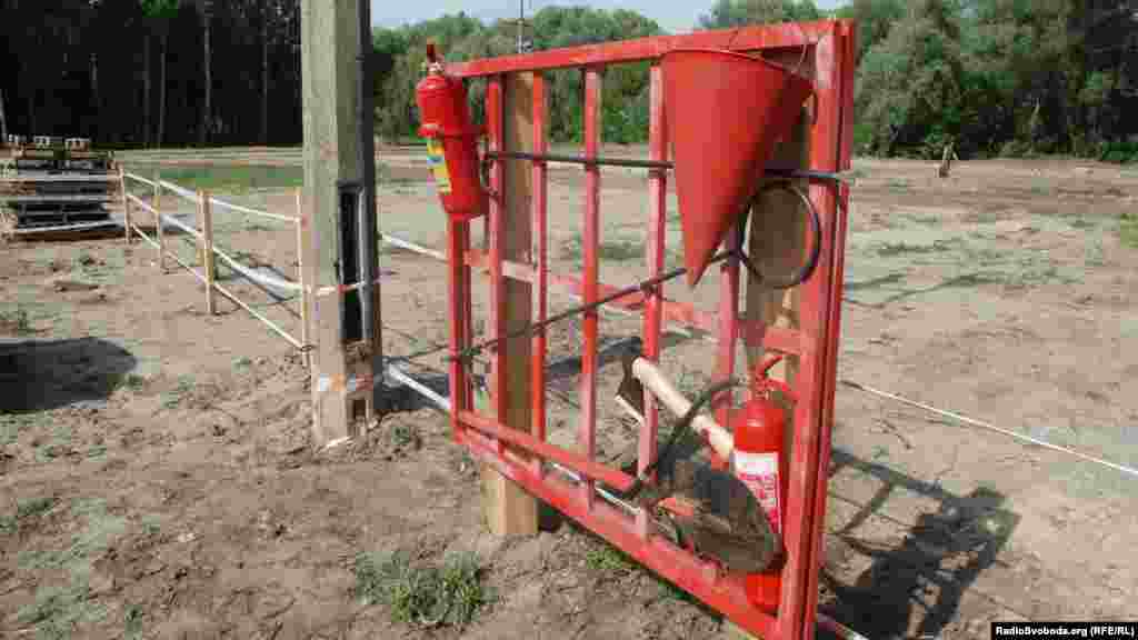 Щит пожежної безпеки на території кемпінгу
