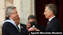 Alberto Fernandez preuzima dužnost od odlazećeg argentinskog predsjednika Maurisija Makrija