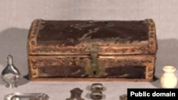 Сүндеттеуге керек жабдықтар (XVIII ғасыр). Мұражайдағы сурет. АҚШ.