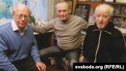 Арнольд Макмілін і Ўладзімер Някляеў у гасьцях у Рыгора Барадуліна, 2012 год