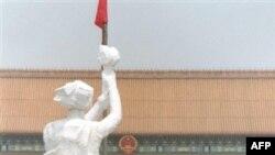 Во время массовых протестов на площади Тяньяньмэнь в 1989 году студенты изготовили из папье-маше памятник свободе