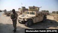 آرشیف، یک نیروی امنیتی افغانستان در یکی از پاسگاه های امنیتی در ولایت ننگرهار