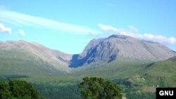 В Великобритании кремирование создало проблему: cтолько человек развеивают пепел с самой высокой горы в Шотландии Бен Невис, что экосистеме был нанесен ущерб