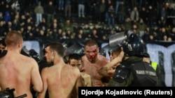 Partizan Belqradın oyunundan sonra xəsarət almış azarkeşlər, arxiv fotosu