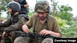 З побратимами з батальйону «Донбас» у Широкині (фото з «Фейсбуку» Кирила Желева)