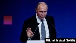 Президент Росії Володимир Путін на форумі «Опора Росії». Москва, 23 жовтня 2018 року