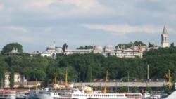 Вид на дворец султанов с Галатасарайского моста