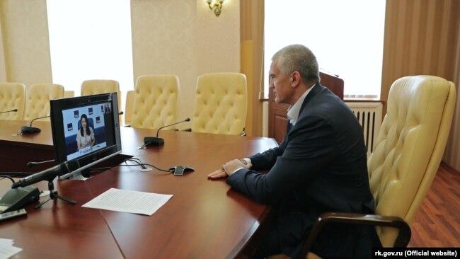 Российский глава Крыма Сергей Аксенов во время онлайн-пресс-конференции в российском информагентстве ТАСС