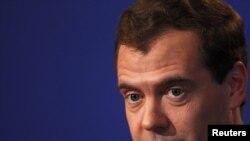 Дмитрий Медведев на пресс-конференции в Довиле