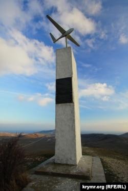 Пам'ятник планеристам на Узун Сирт