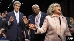 Джон Керри (слева), Хиллари Клинтон (справа).