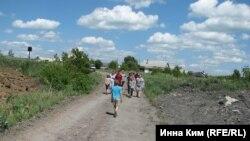 Жители Киселёвска в районе подземного пожара