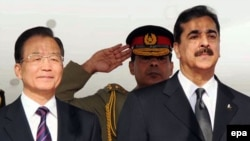 China's Wen Jiabao (left) with Pakistani Prime Minister Yusuf Raza Gilani in Rawalpindi, Pakistan, at the start of Wen's visit.