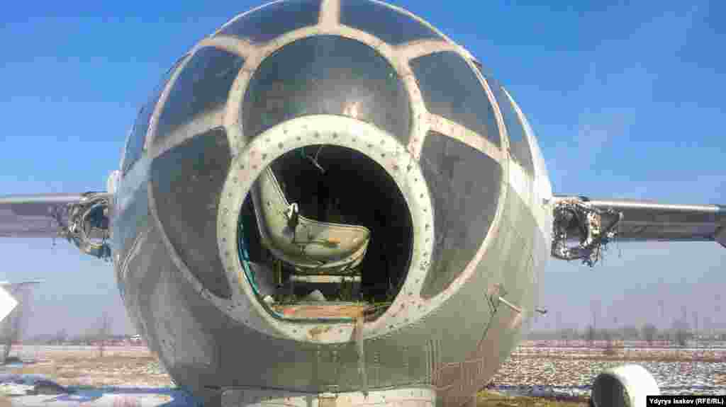 Як-40 без «носа».