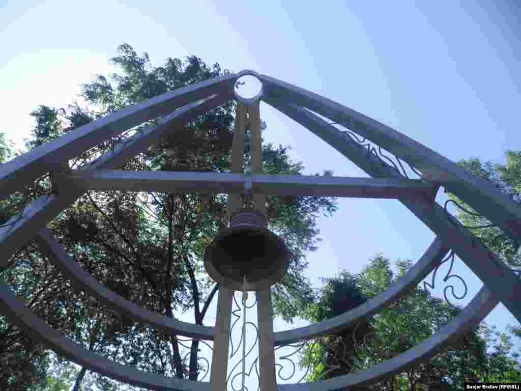 В Оше, 10 июня установили Колокол мира на вторую годовщину трагических событий 2010 года
