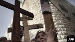 Pe Via Dolorosa la Ierusalim în timpul unei procesiuni de Vinerea Mare