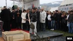 Премиерот Никола Груевски при поставувањето камен темелник на нова концертна сала во Скопје
