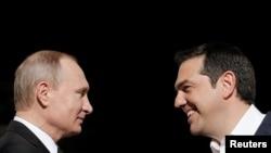 Presidenti rus, Vladimir Putin dhe kryeministri i Greqisë, Alexis Tsipas. Foto nga arkivi.
